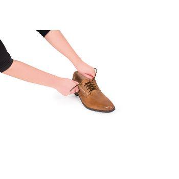 VIT-70110030 Schoenveters elastisch 60 cm bruin In gebruik foto