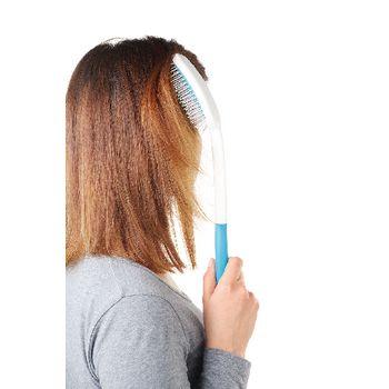 VIT-70110110 Haarverzorgingshulpmiddel - borstel In gebruik foto